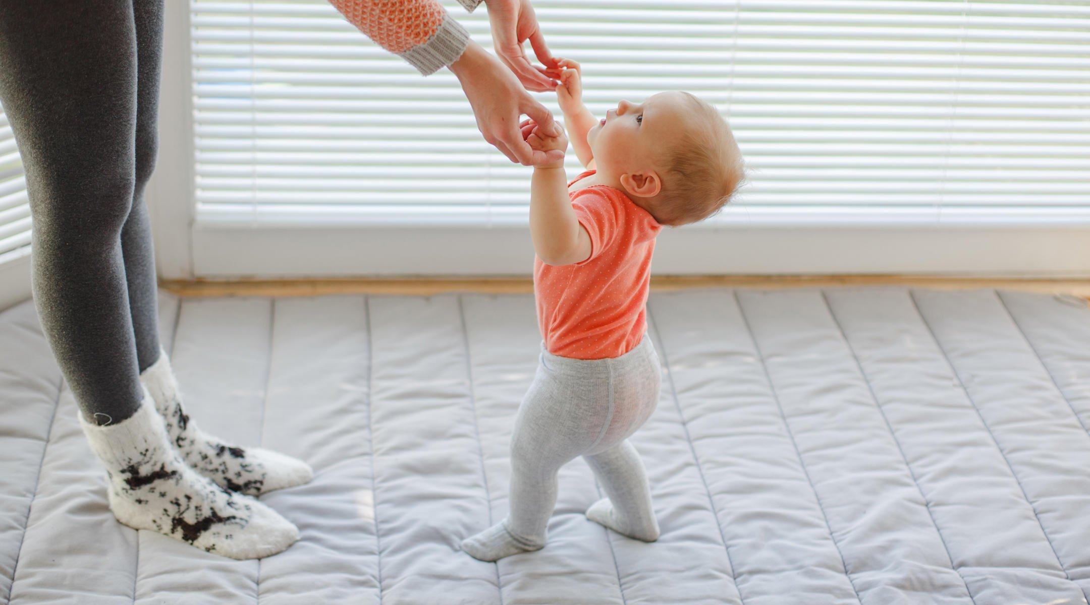 Ragam Cara Melatih Bayi Berjalan Dengan Baik Dan Benar